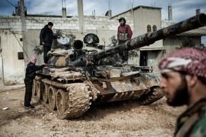Des forces rebelles s'emparent d'un char de l'armée.